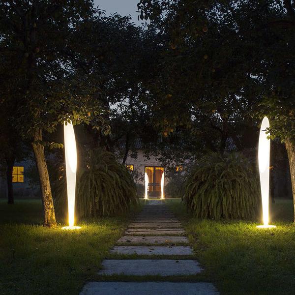 Peggy piantana - Linea light - Esterno - Progetti in Luce
